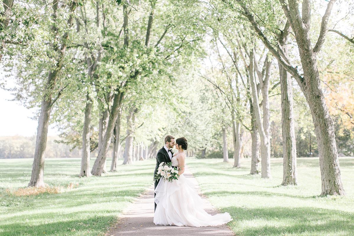 tamara-lockwood-photography-vineyard-bride-swish-list-the-old-courthouse-niagara-on-the-lake-wedding-24.jpg