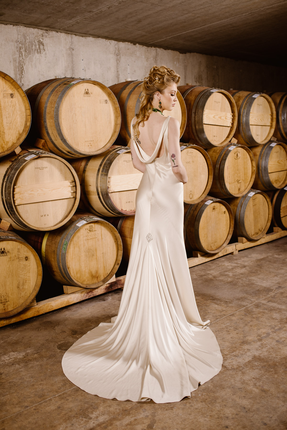 khristel-studios-vineyard-bride-swish-list-ravine-vineyard-niagara-on-the-lake-wedding-editorial-11.jpg