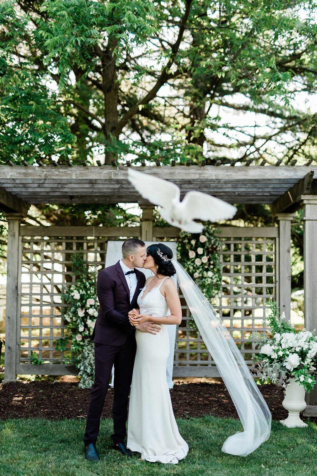 destiny-dawn-photography-vineyard-bride-swish-list-knollwood-golf-and-country-club-ancaster-wedding-editorial-7.jpg