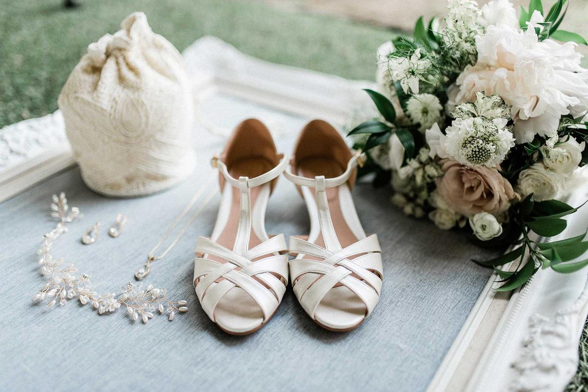 destiny-dawn-photography-vineyard-bride-swish-list-knollwood-golf-and-country-club-ancaster-wedding-editorial-37.jpg
