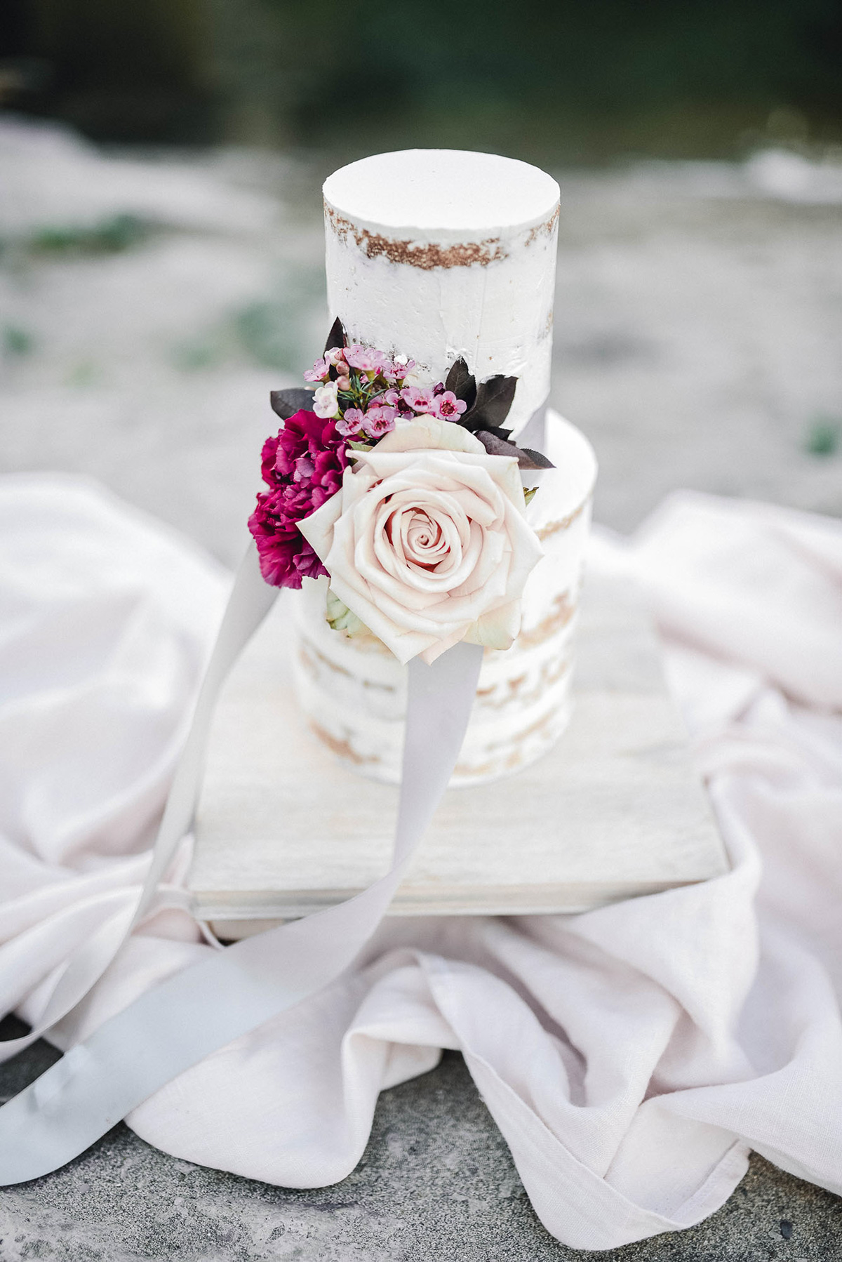 verveine-studios-vineyard-bride-swish-list-rouge-beach-park-scarborough-wedding-editorial-16.jpg