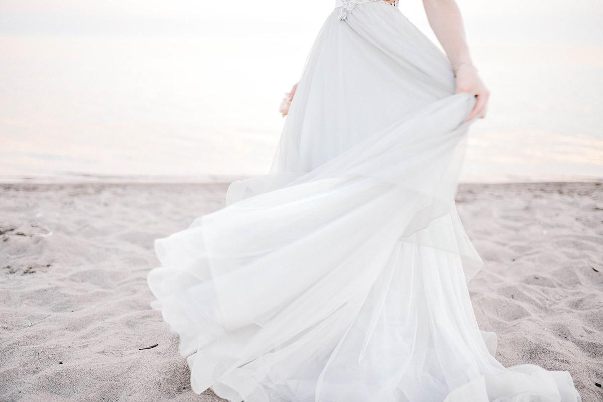 verveine-studios-vineyard-bride-swish-list-rouge-beach-park-scarborough-wedding-editorial-22.jpg