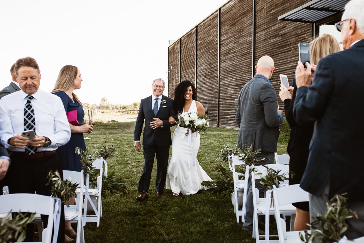 reed-photography-vineyard-bride-swish-list-stratus-winery-niagara-on-the-lake-wedding-43.jpg
