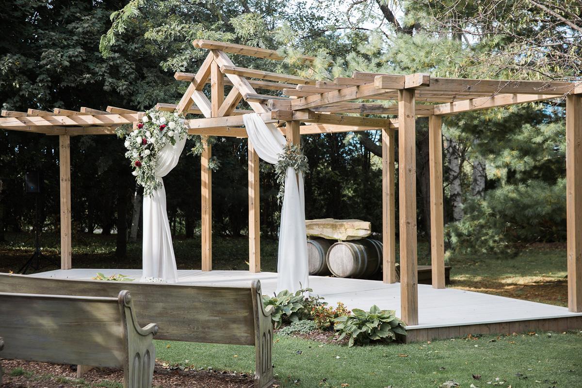 gemini-photography-vineyard-bride-swish-list-honsberger-estates-jordan-wedding-24.jpg