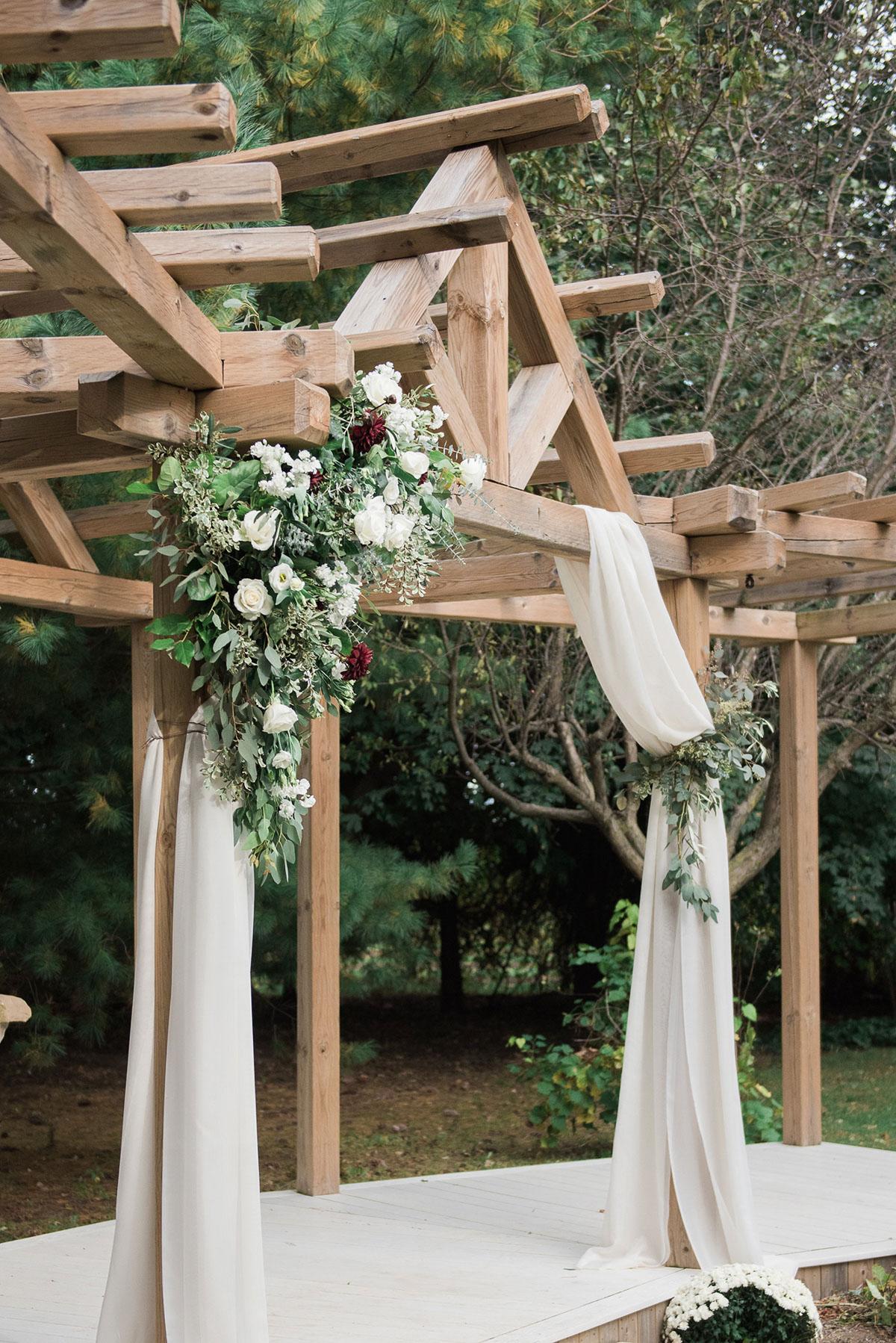 gemini-photography-vineyard-bride-swish-list-honsberger-estates-jordan-wedding-26.jpg