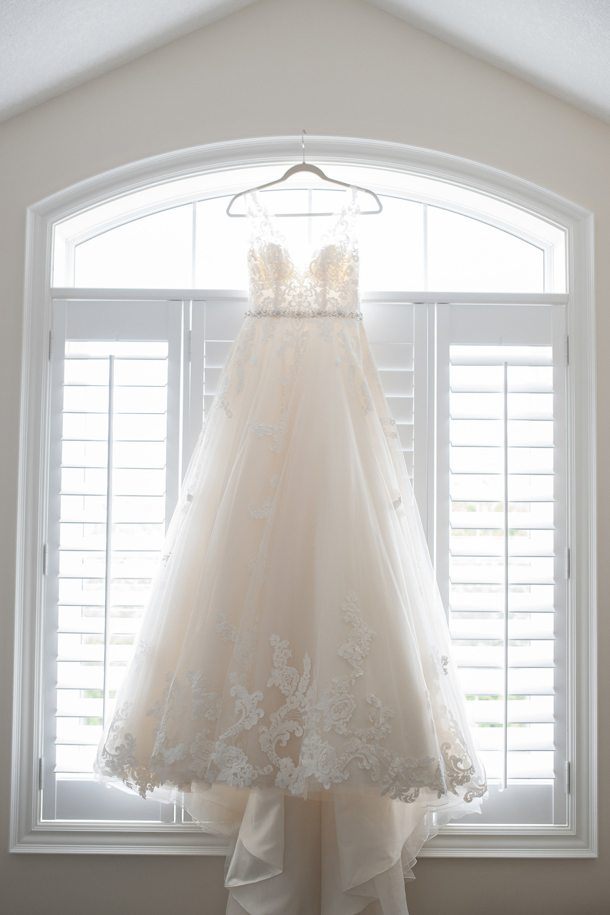 sounds-like-yellow-photography-vineyard-bride-swish-list-winona-vine-estates-winona-wedding-2.jpg