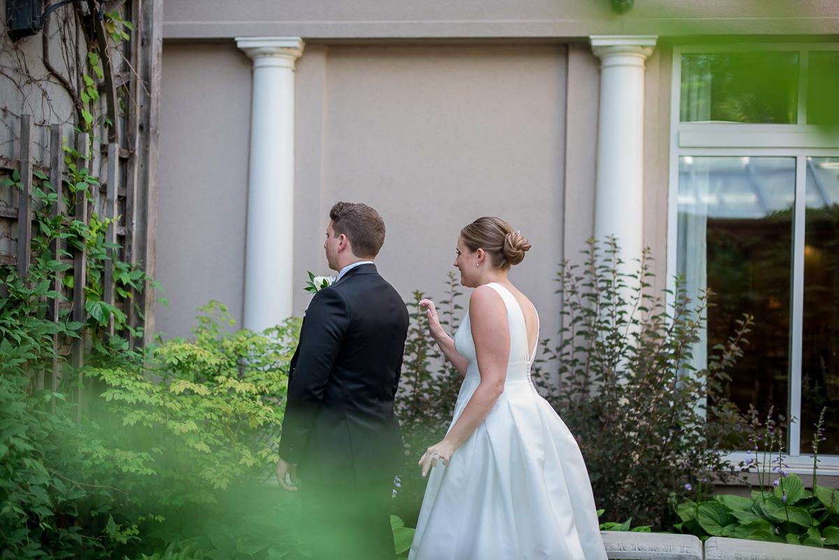 philosophy-studios-vineyard-bride-swish-list-chateau-des-charmes-niagara-on-the-lake-wedding-9.jpg