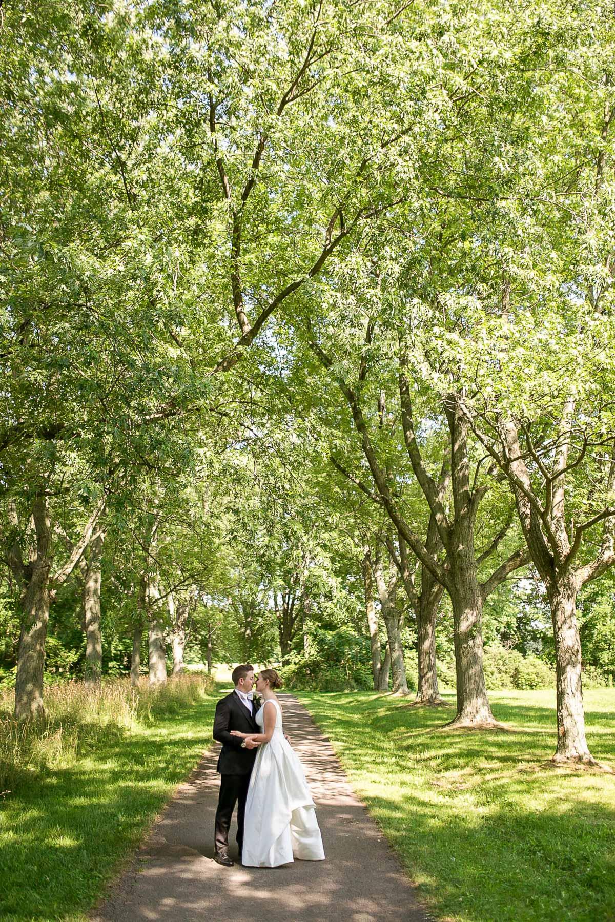philosophy-studios-vineyard-bride-swish-list-chateau-des-charmes-niagara-on-the-lake-wedding-18.jpg