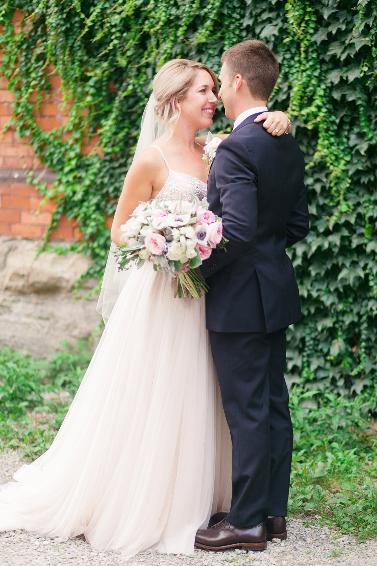 jennifer-xu-photography-vineyard-bride-swish-list-spice-factory-hamilton-wedding-2.jpg