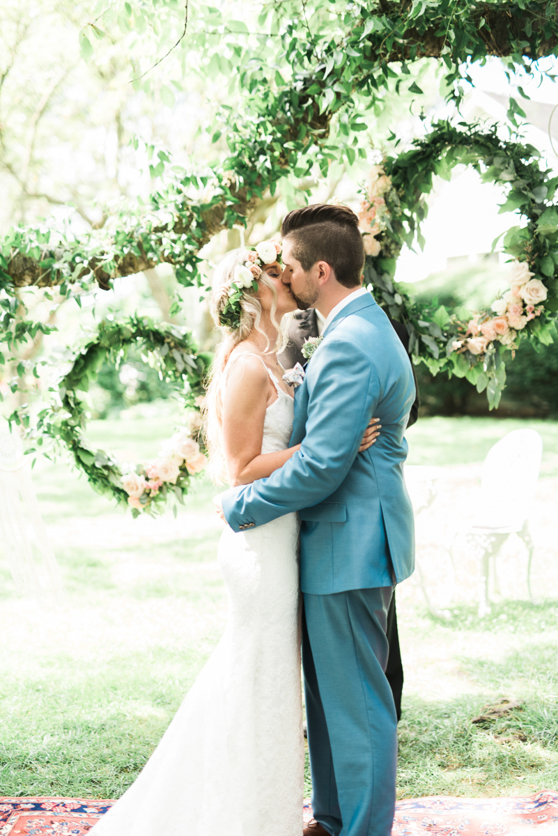 destiny-dawn-photography-vineyard-bride-swish-list-kurtz-orchards-niagara-on-the-lake-wedding-17.jpg