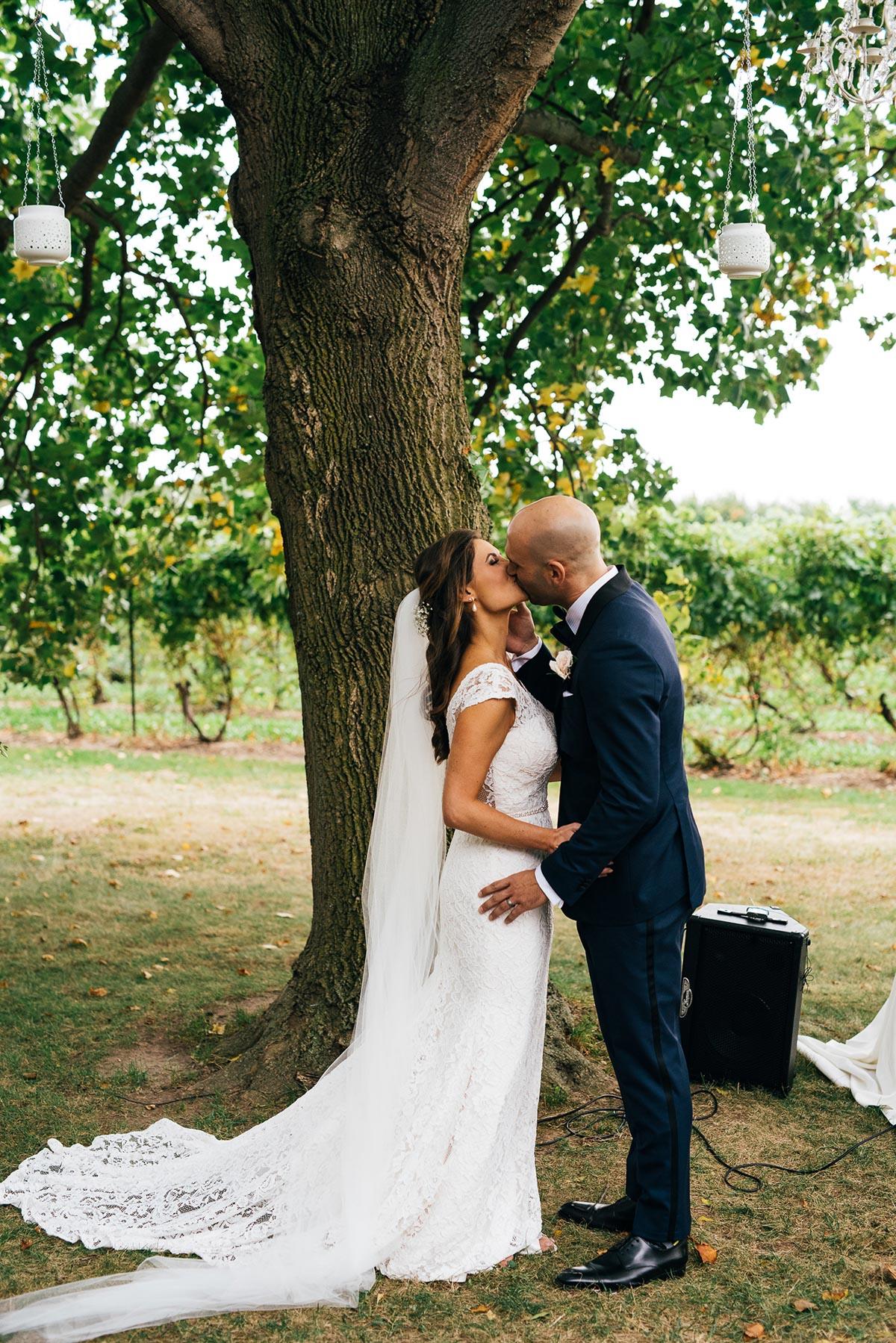 shaw-events-vineyard-bride-swish-list-kurtz-orchards-niagara-on-the-lake-wedding-81.jpg