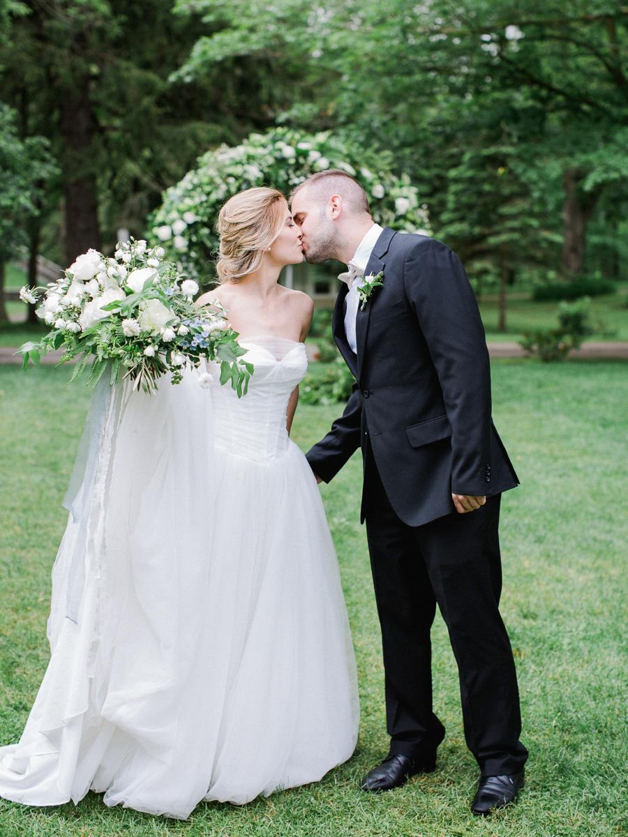 carolyn-bentum-photography-vineyard-bride-swish-list-westover-inn-st-marys-wedding-editorial-10.jpg