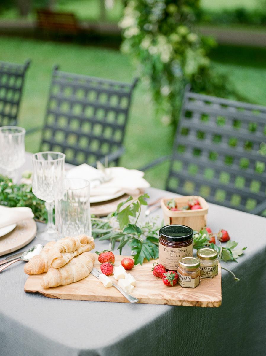 carolyn-bentum-photography-vineyard-bride-swish-list-westover-inn-st-marys-wedding-editorial-21.jpg