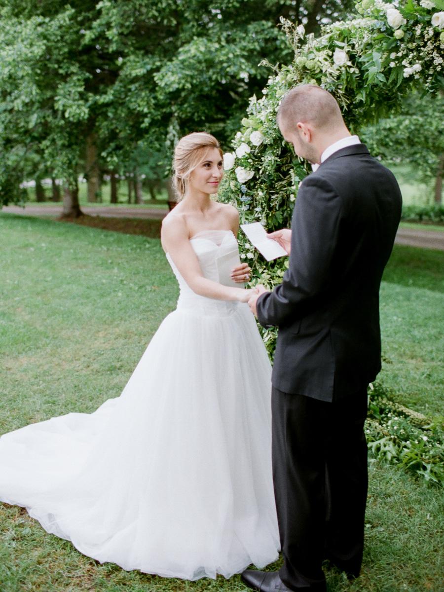 carolyn-bentum-photography-vineyard-bride-swish-list-westover-inn-st-marys-wedding-editorial-30.jpg