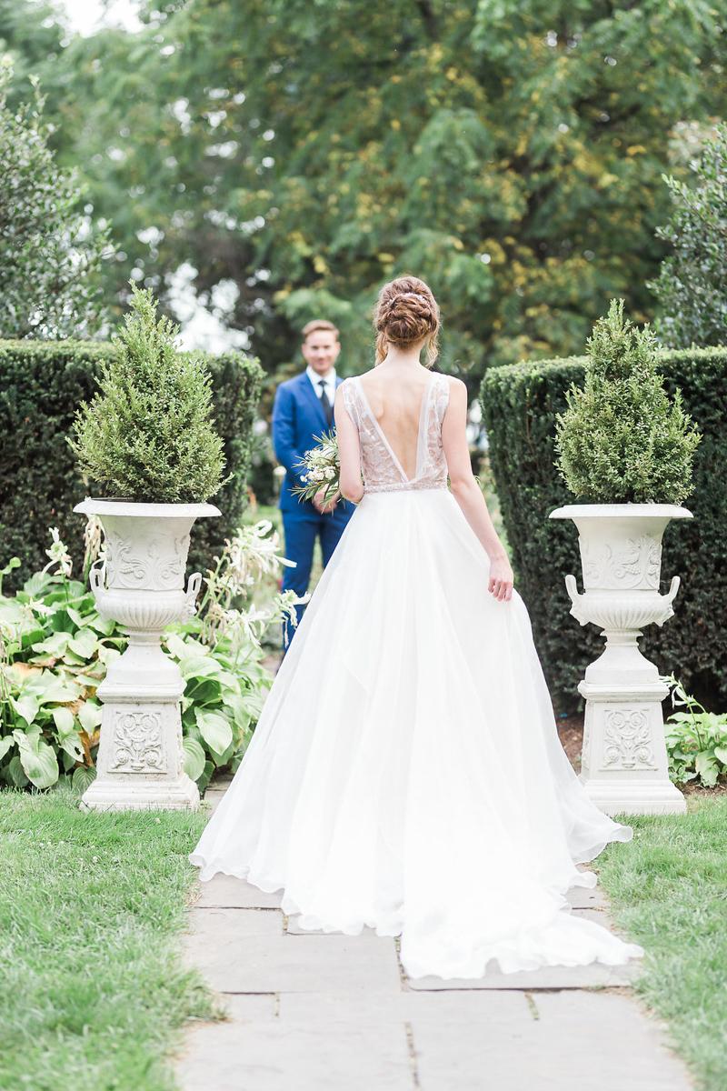 lucy-tran-photography-vineyard-bride-swish-list-gracewood-estates-kurtz-orchards-niagara-on-the-lake-wedding-editorial-13.jpg
