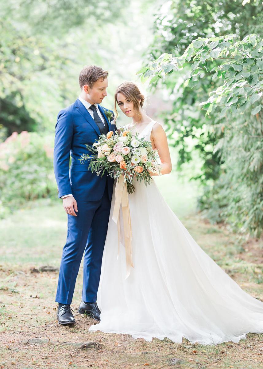 lucy-tran-photography-vineyard-bride-swish-list-gracewood-estates-kurtz-orchards-niagara-on-the-lake-wedding-editorial-4.jpg