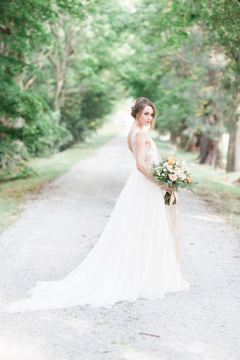lucy-tran-photography-vineyard-bride-swish-list-gracewood-estates-kurtz-orchards-niagara-on-the-lake-wedding-editorial-5.jpg
