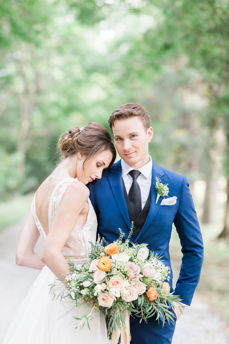 lucy-tran-photography-vineyard-bride-swish-list-gracewood-estates-kurtz-orchards-niagara-on-the-lake-wedding-editorial-6.jpg