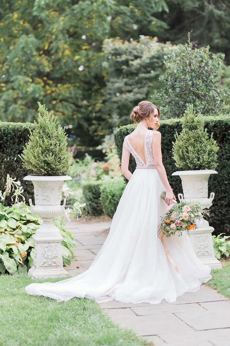 lucy-tran-photography-vineyard-bride-swish-list-gracewood-estates-kurtz-orchards-niagara-on-the-lake-wedding-editorial-9.jpg