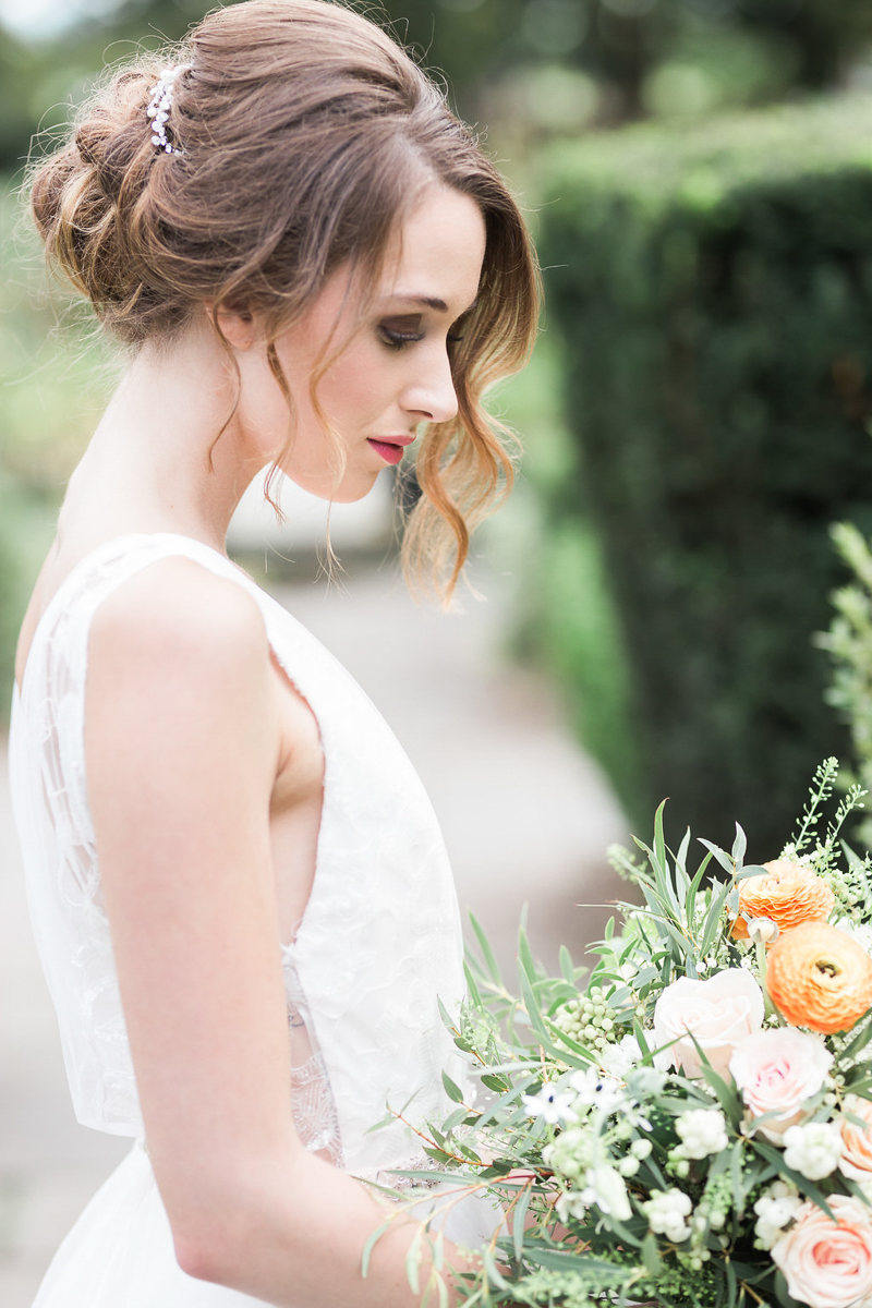 lucy-tran-photography-vineyard-bride-swish-list-gracewood-estates-kurtz-orchards-niagara-on-the-lake-wedding-editorial-10.jpg