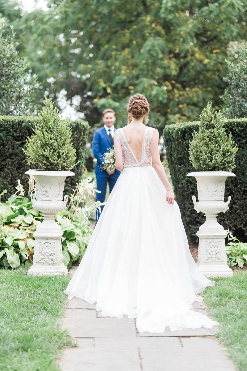 lucy-tran-photography-vineyard-bride-swish-list-gracewood-estates-kurtz-orchards-niagara-on-the-lake-wedding-editorial-12.jpg