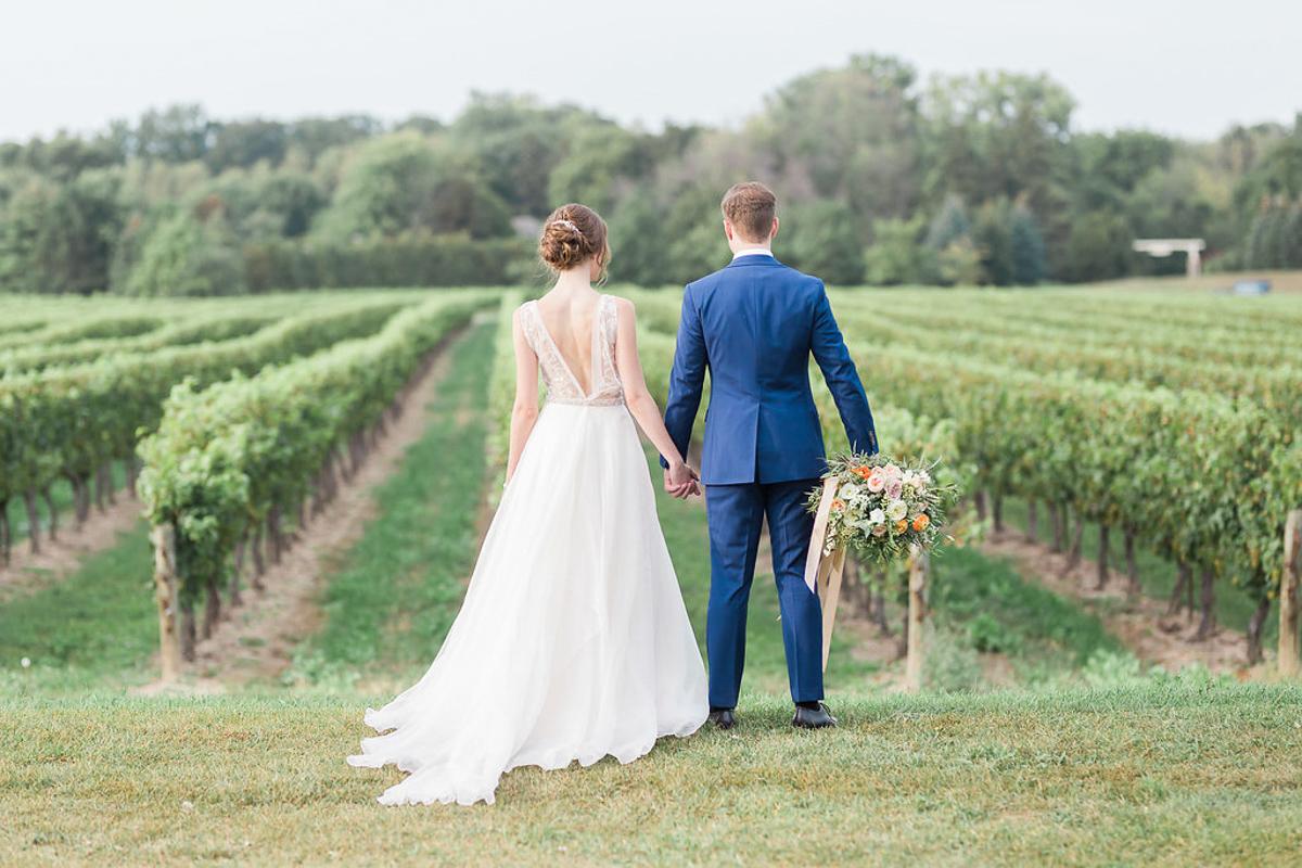 lucy-tran-photography-vineyard-bride-swish-list-gracewood-estates-kurtz-orchards-niagara-on-the-lake-wedding-editorial-14.jpg