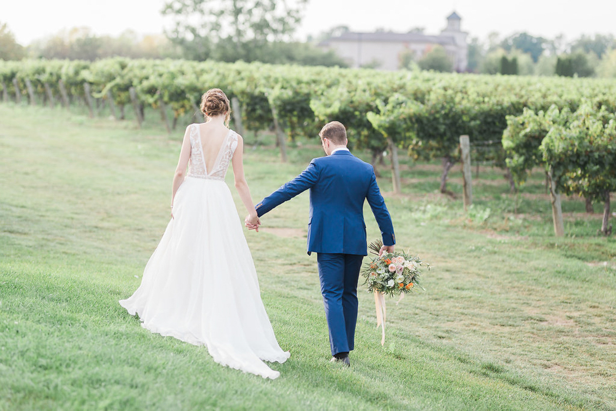 lucy-tran-photography-vineyard-bride-swish-list-gracewood-estates-kurtz-orchards-niagara-on-the-lake-wedding-editorial-15.jpg