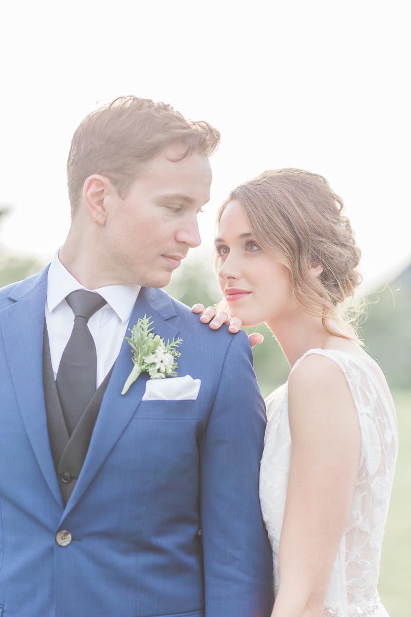 lucy-tran-photography-vineyard-bride-swish-list-gracewood-estates-kurtz-orchards-niagara-on-the-lake-wedding-editorial-17.jpg