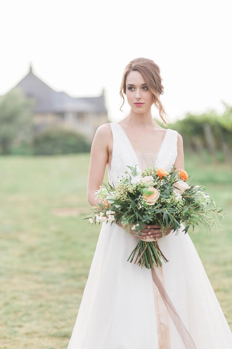 lucy-tran-photography-vineyard-bride-swish-list-gracewood-estates-kurtz-orchards-niagara-on-the-lake-wedding-editorial-18.jpg