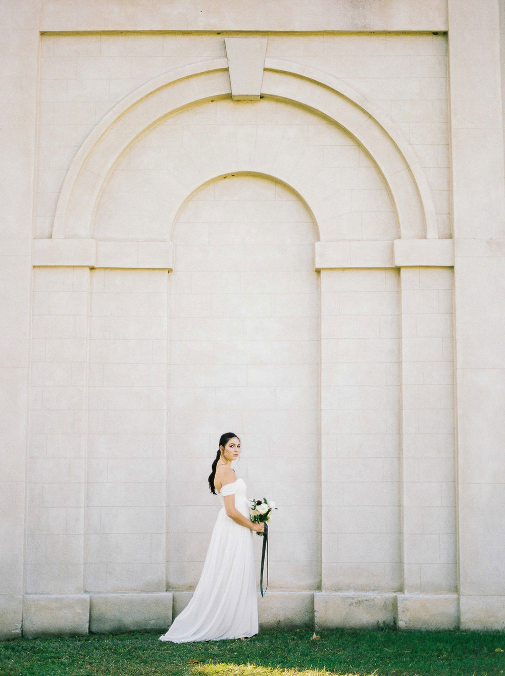 kurtz-orpia-photography-vineyard-bride-swish-list-dundurn-castle-dundas-wedding-editorial-1.jpg
