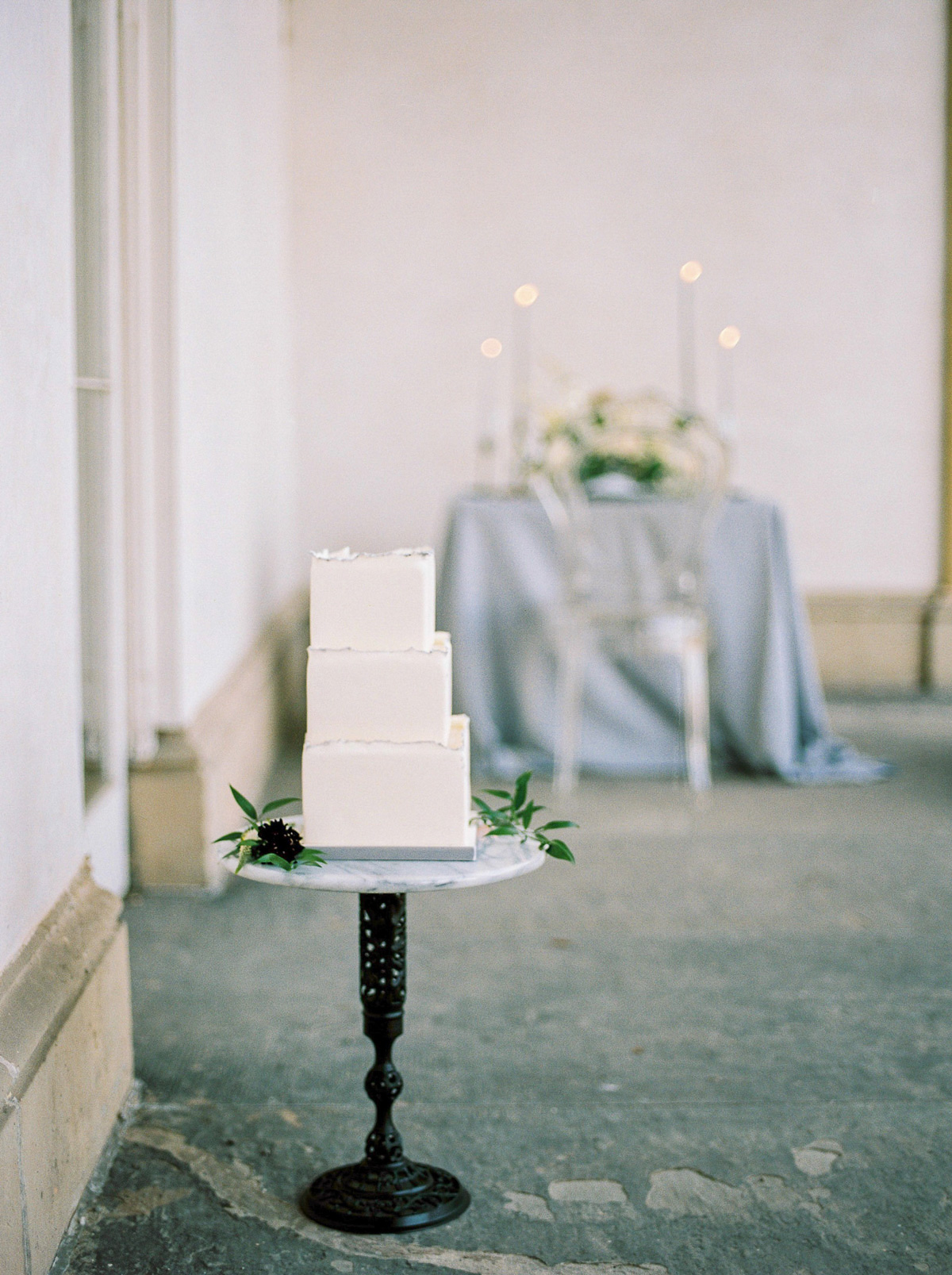 kurtz-orpia-photography-vineyard-bride-swish-list-dundurn-castle-dundas-wedding-editorial-9.jpg