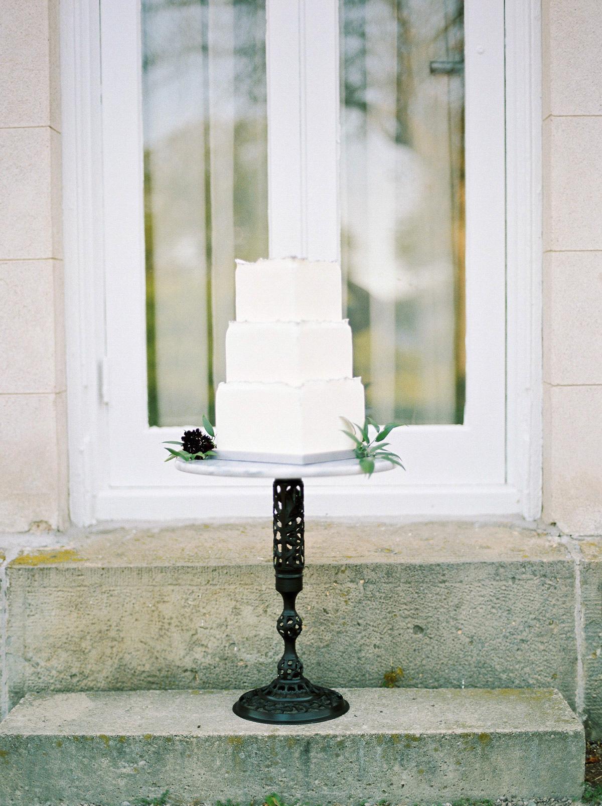 kurtz-orpia-photography-vineyard-bride-swish-list-dundurn-castle-dundas-wedding-editorial-10.jpg