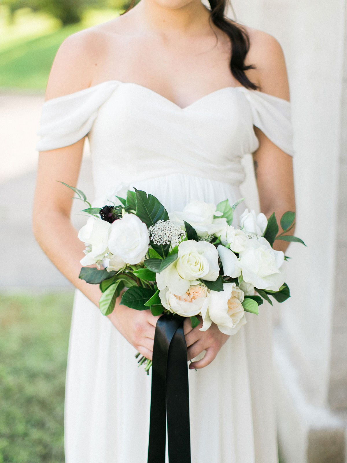 kurtz-orpia-photography-vineyard-bride-swish-list-dundurn-castle-dundas-wedding-editorial-23.jpg