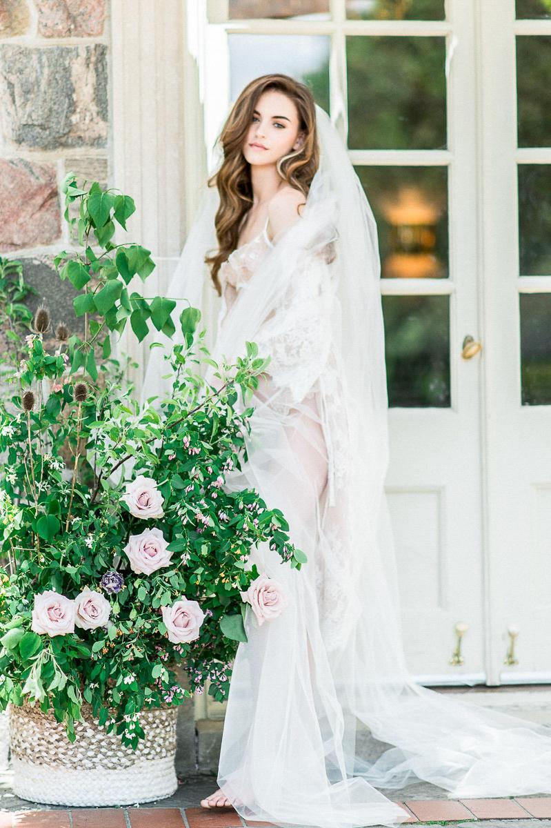 whitney-heard-photography-vineyard-bride-swish-list-graydon-hall-manor-toronto-wedding-editorial-7.jpg
