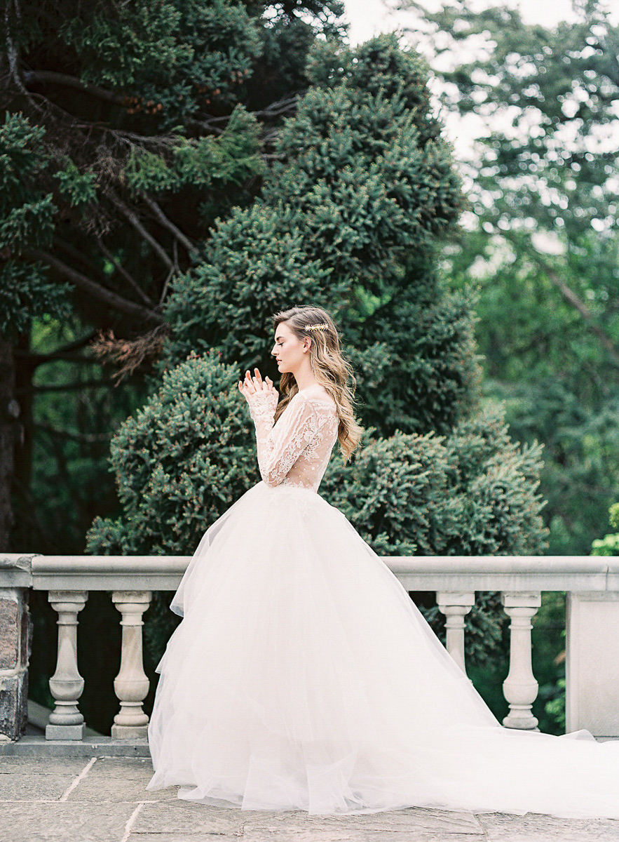 whitney-heard-photography-vineyard-bride-swish-list-graydon-hall-manor-toronto-wedding-editorial-41.jpg