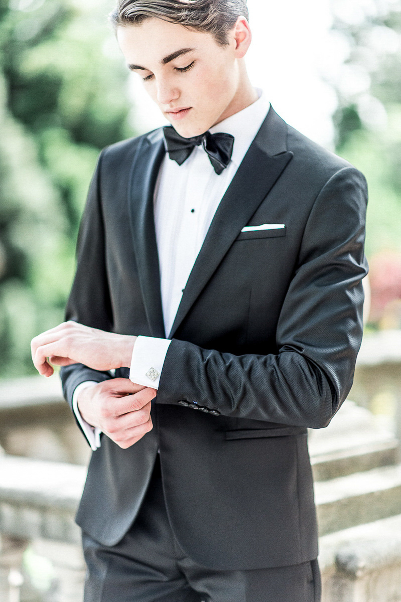 whitney-heard-photography-vineyard-bride-swish-list-graydon-hall-manor-toronto-wedding-editorial-43.jpg