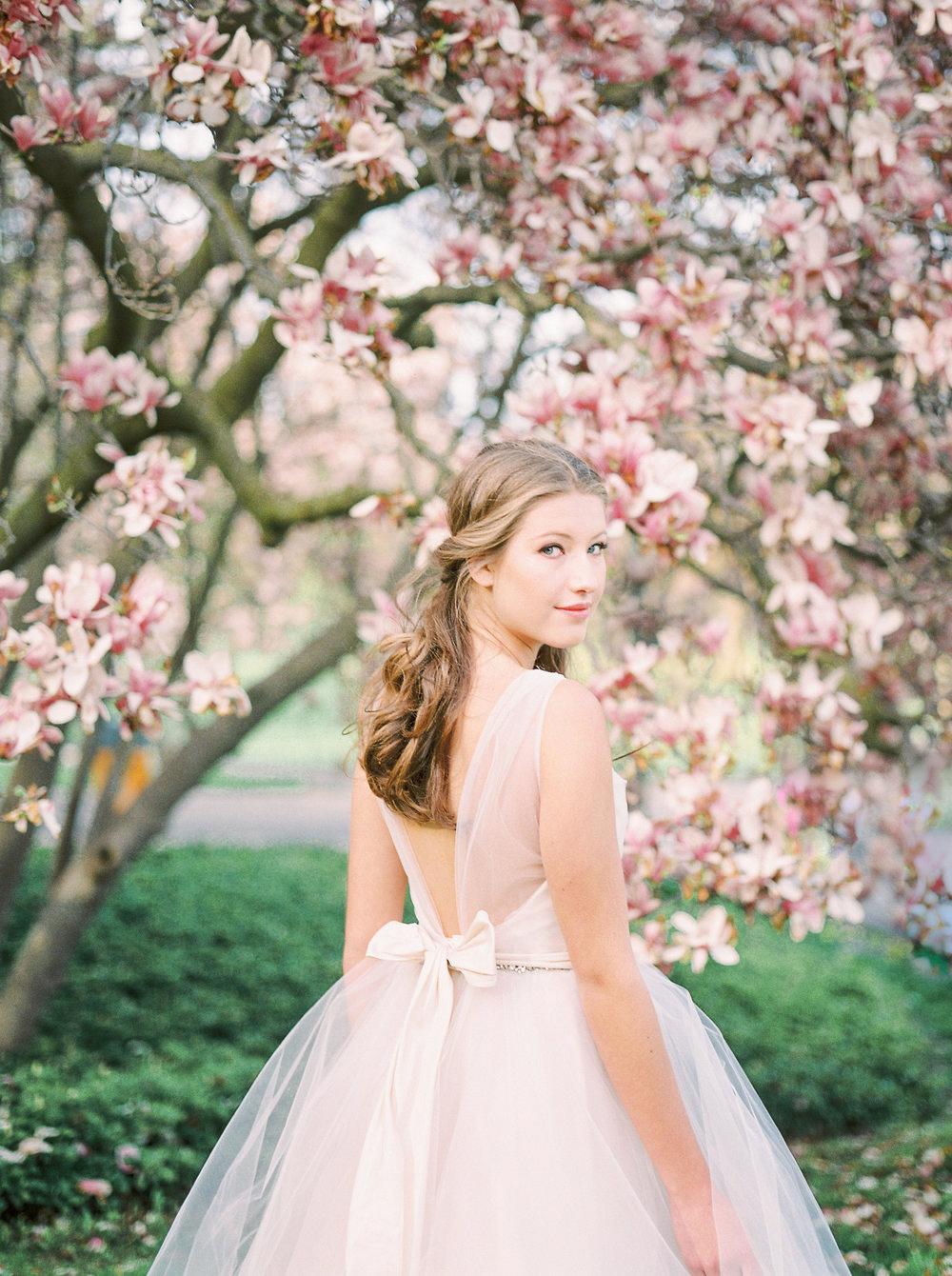 julia-park-photography-vineyard-bride-swish-list-niagara-on-the-lake-wedding-editorial-7.jpg