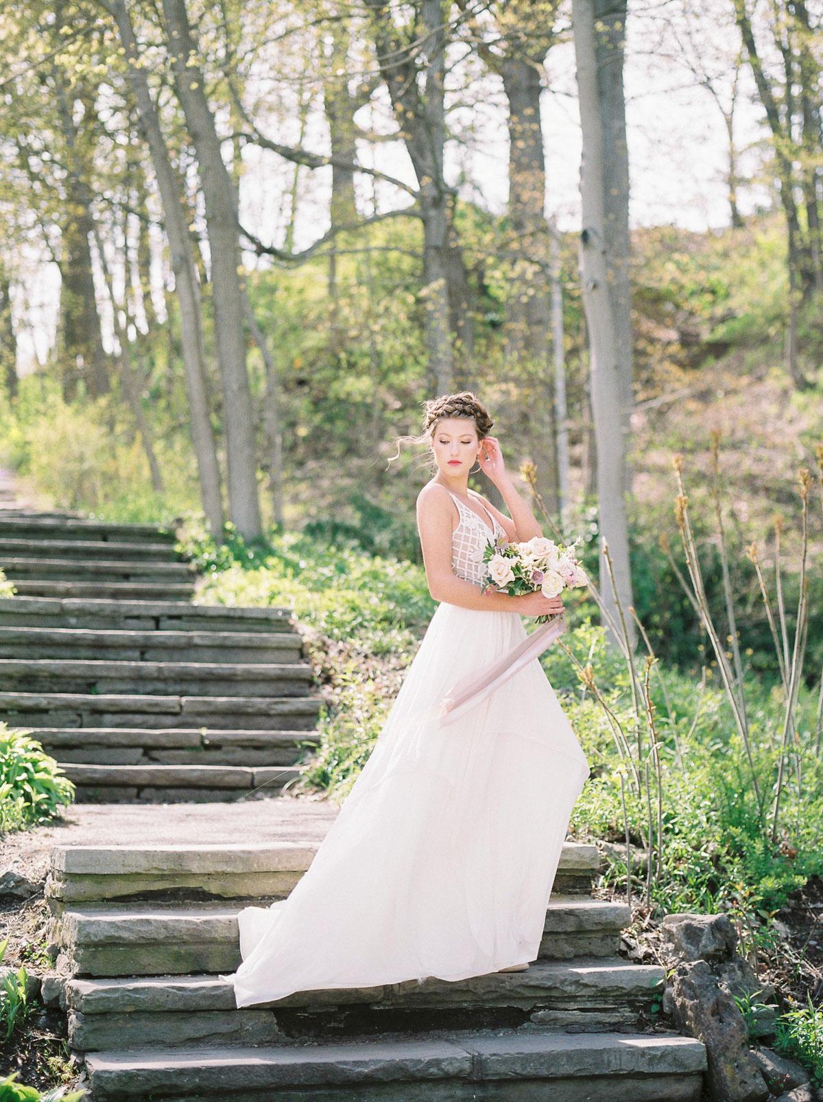 julia-park-photography-vineyard-bride-swish-list-niagara-on-the-lake-wedding-editorial-1.jpg