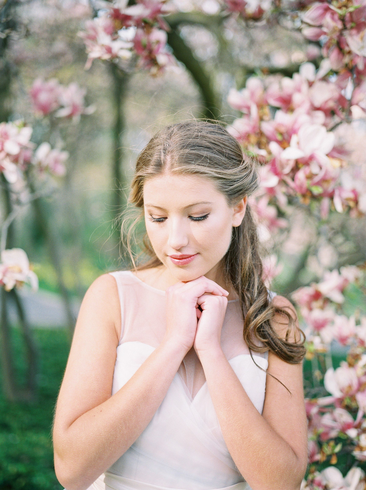 julia-park-photography-vineyard-bride-swish-list-niagara-on-the-lake-wedding-editorial-4.jpg