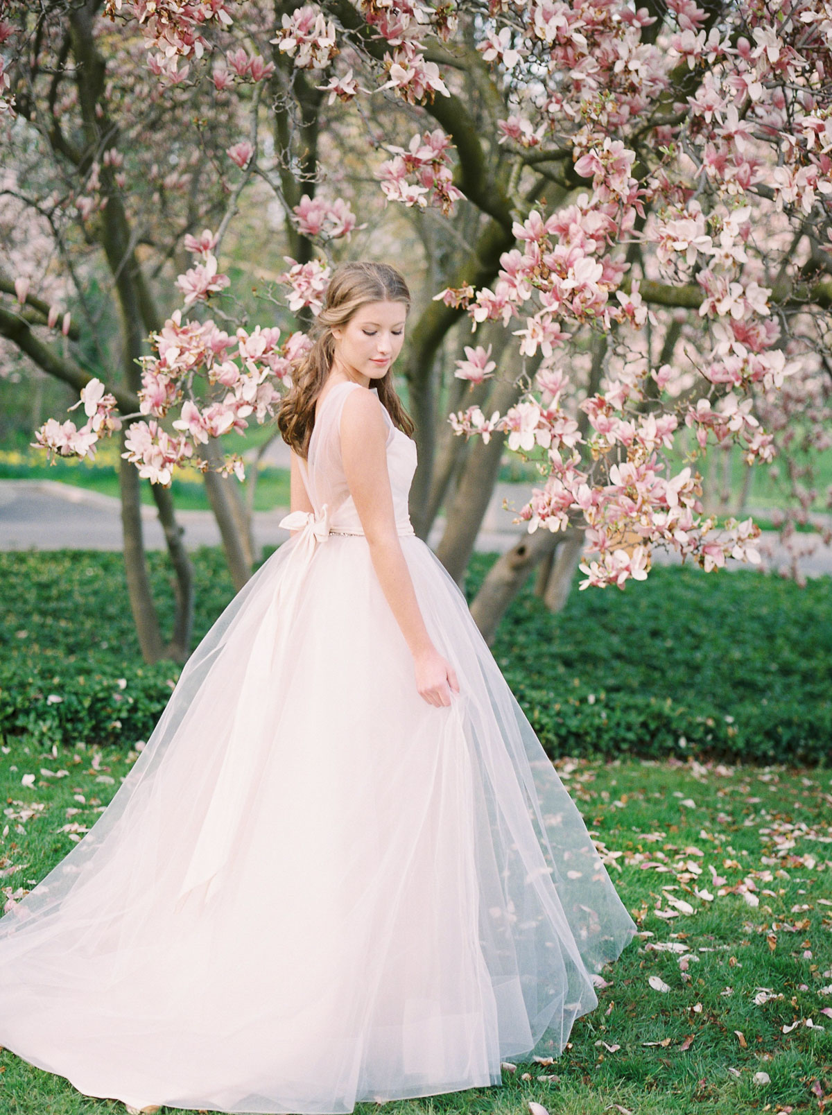 julia-park-photography-vineyard-bride-swish-list-niagara-on-the-lake-wedding-editorial-8.jpg