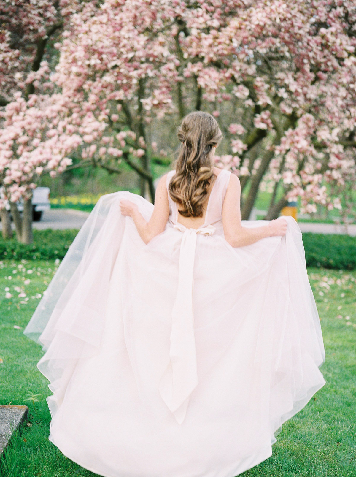 julia-park-photography-vineyard-bride-swish-list-niagara-on-the-lake-wedding-editorial-28.jpg