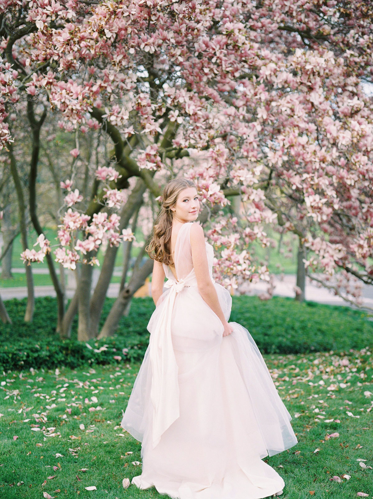 julia-park-photography-vineyard-bride-swish-list-niagara-on-the-lake-wedding-editorial-30.jpg
