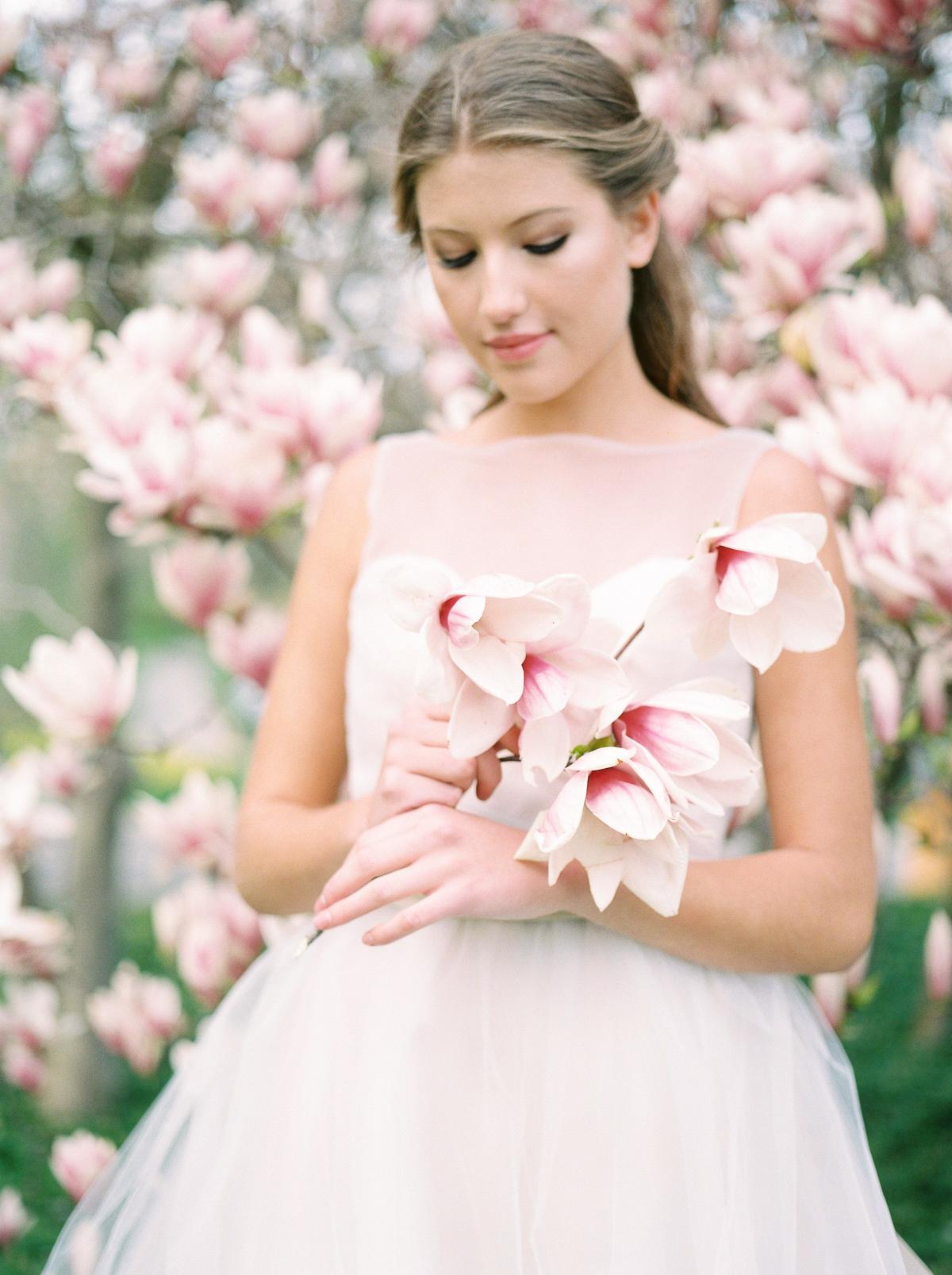 julia-park-photography-vineyard-bride-swish-list-niagara-on-the-lake-wedding-editorial-33.jpg