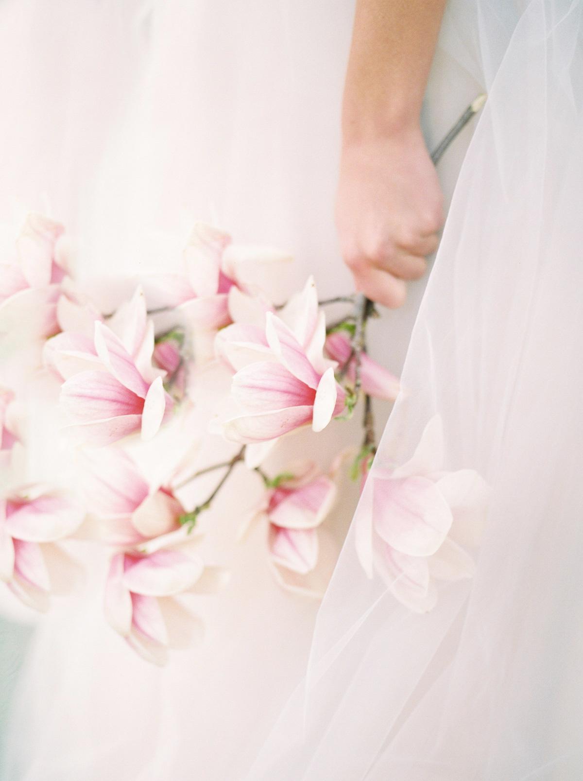 julia-park-photography-vineyard-bride-swish-list-niagara-on-the-lake-wedding-editorial-36.jpg