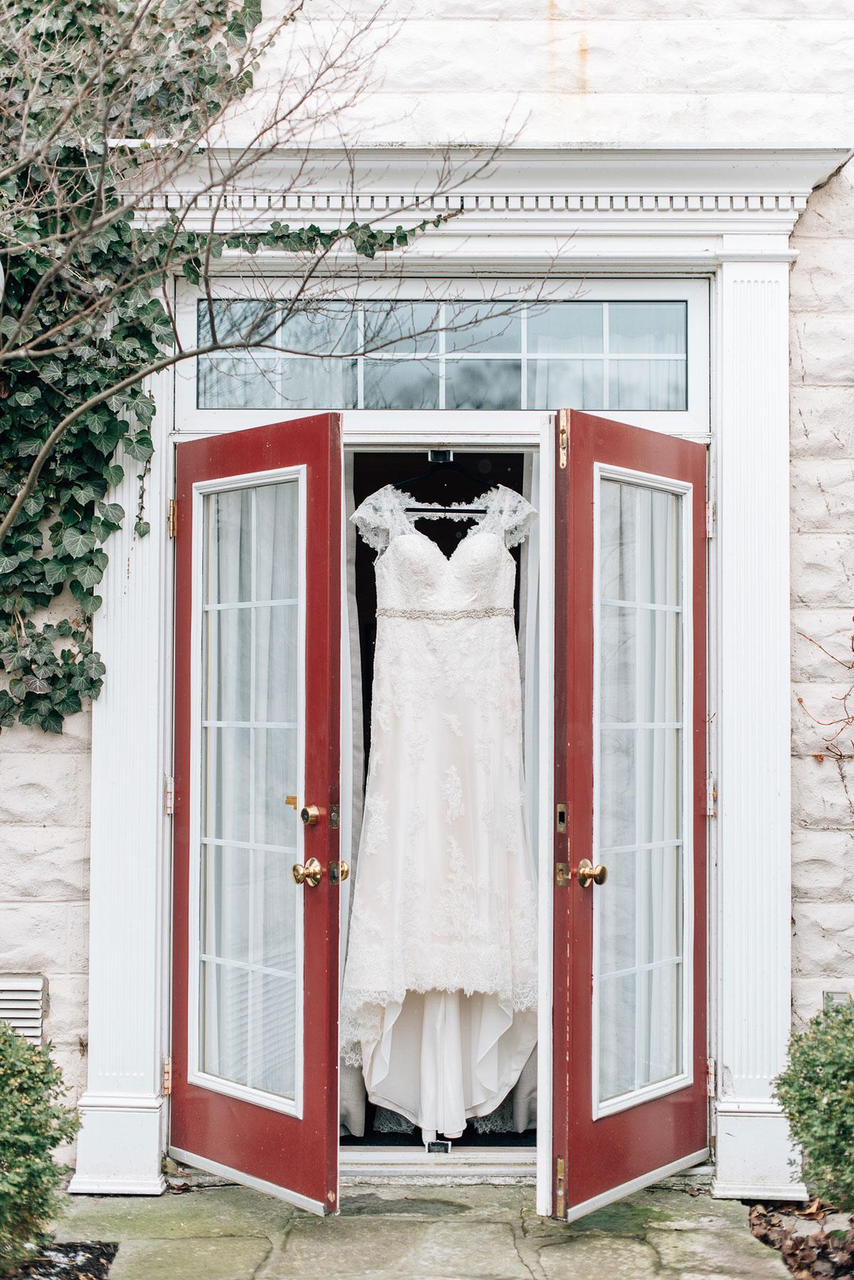sara-wilde-photography-vineyard-bride-swish-list-inn-on-the-twenty-jordan-wedding-4.jpg