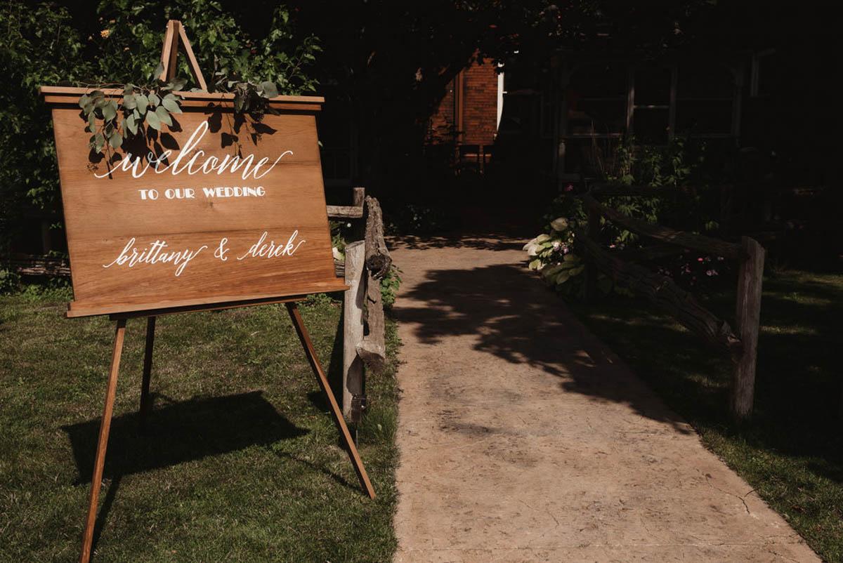 vineyard-bride-honsberger-estate-winery-niagara-wedding-kat-rizza-photography-vineyard-barn-007.jpg