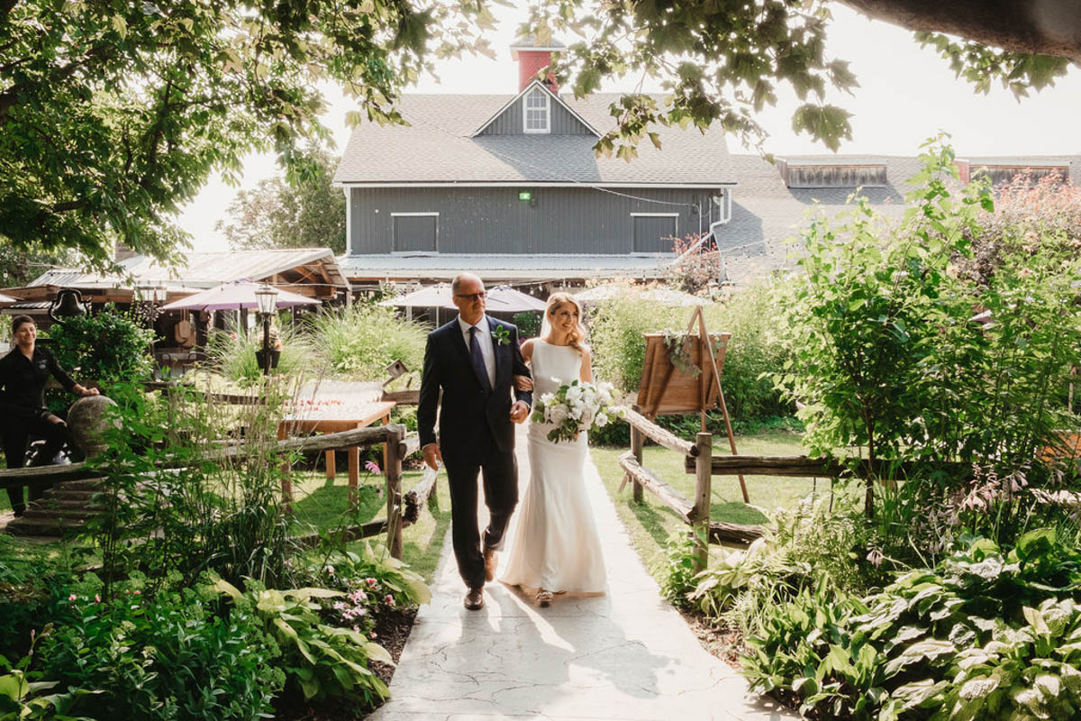 vineyard-bride-honsberger-estate-winery-niagara-wedding-kat-rizza-photography-vineyard-barn-010.jpg