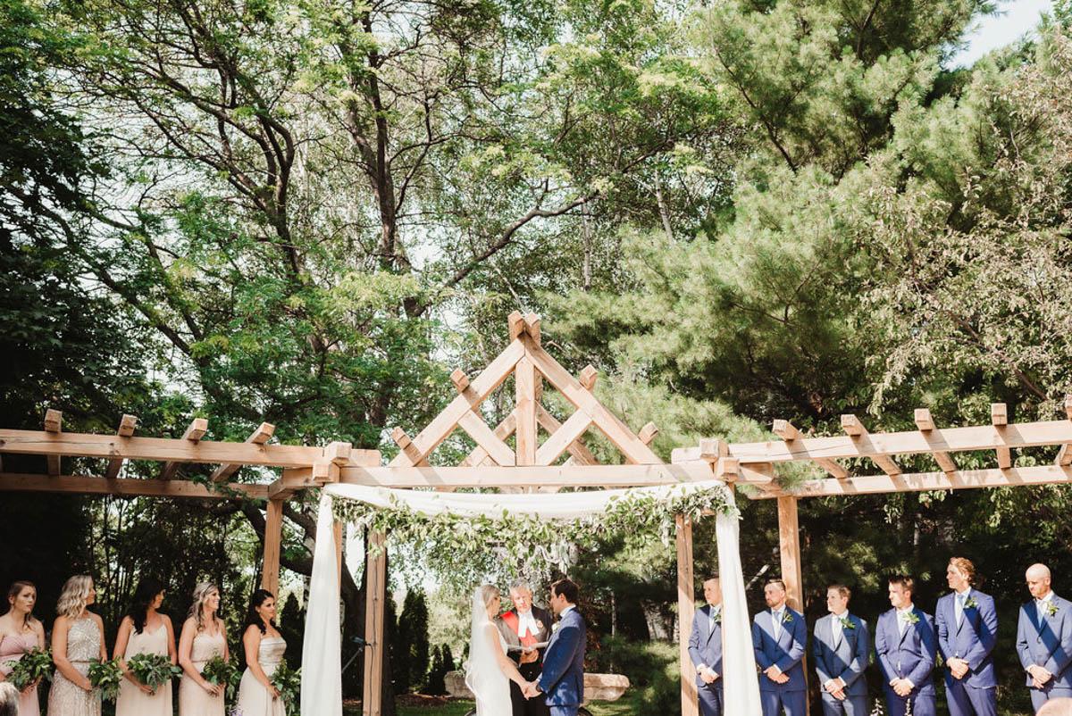 vineyard-bride-honsberger-estate-winery-niagara-wedding-kat-rizza-photography-vineyard-barn-012.jpg