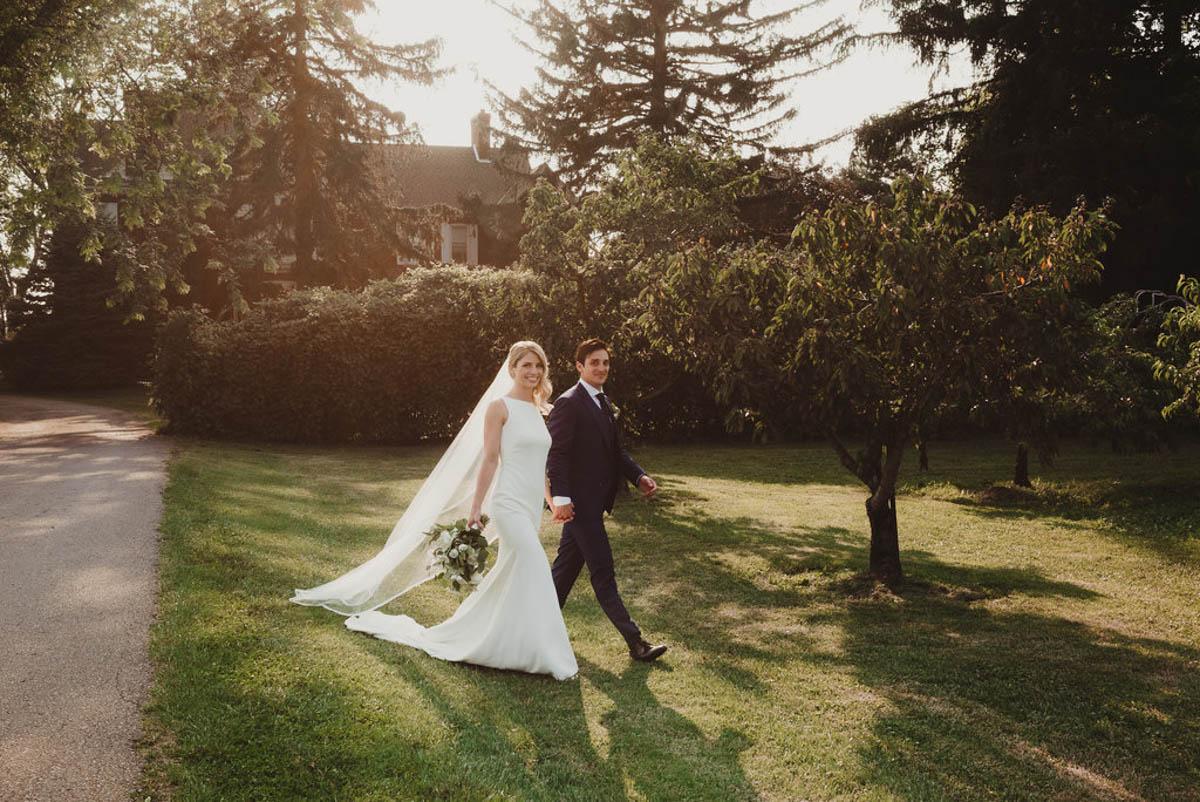 vineyard-bride-honsberger-estate-winery-niagara-wedding-kat-rizza-photography-vineyard-barn-025.jpg