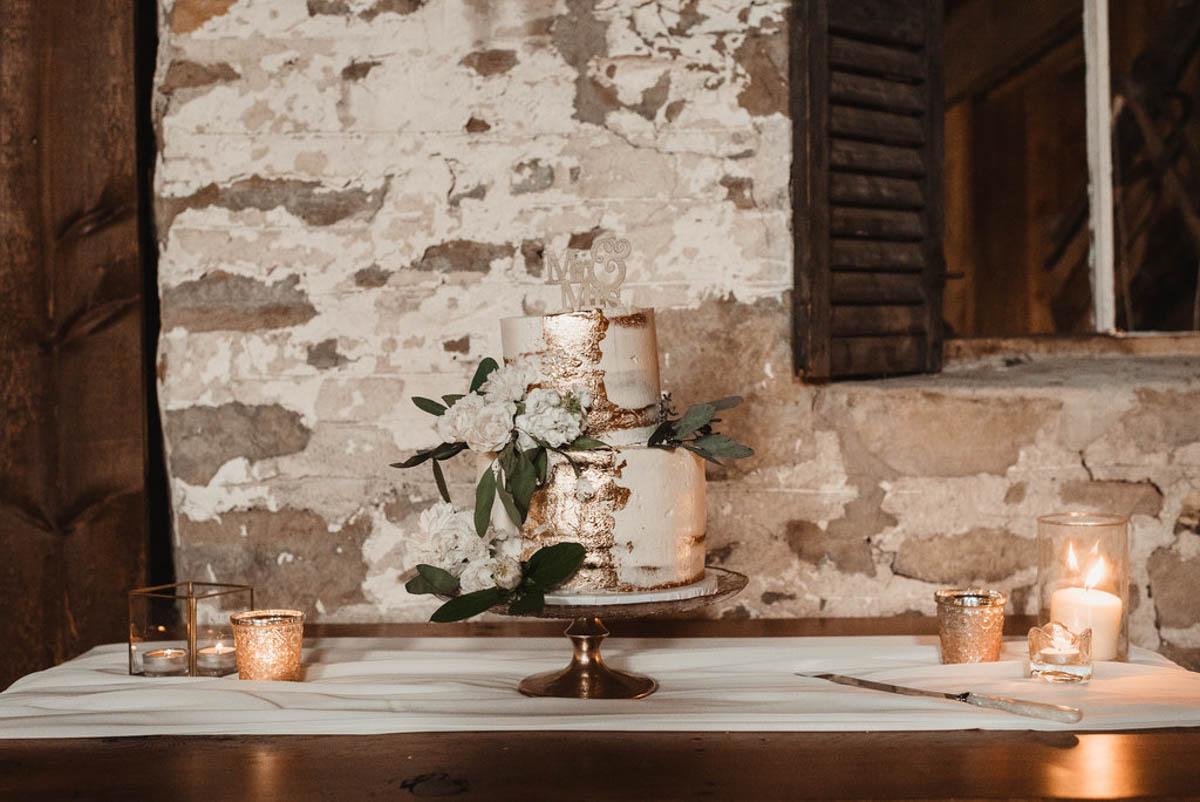 vineyard-bride-honsberger-estate-winery-niagara-wedding-kat-rizza-photography-vineyard-barn-028.jpg